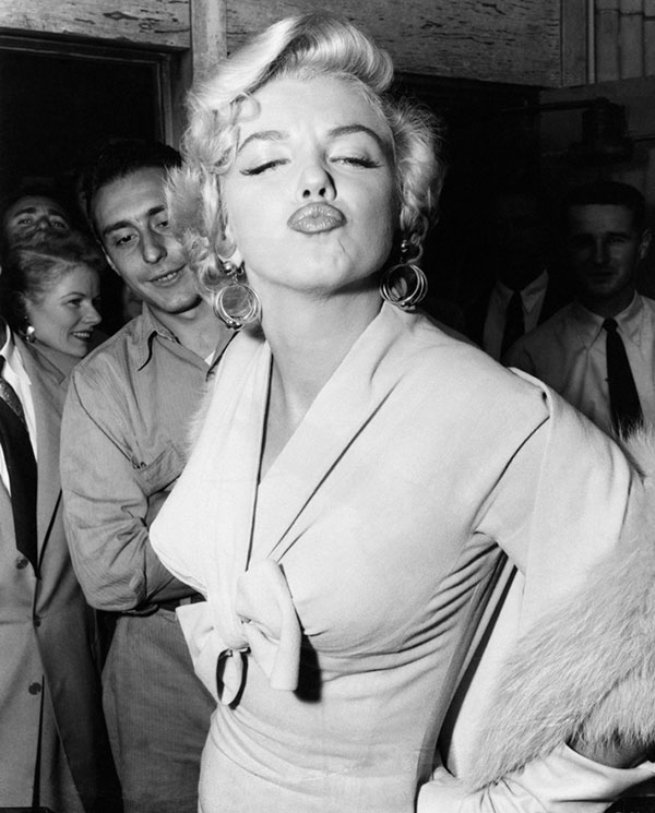marilyn monroe blows kiss image