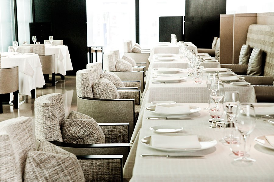item0.rendition.slideshow.high-fashion-restaurants-01-beige-alain-ducasse-tokyo