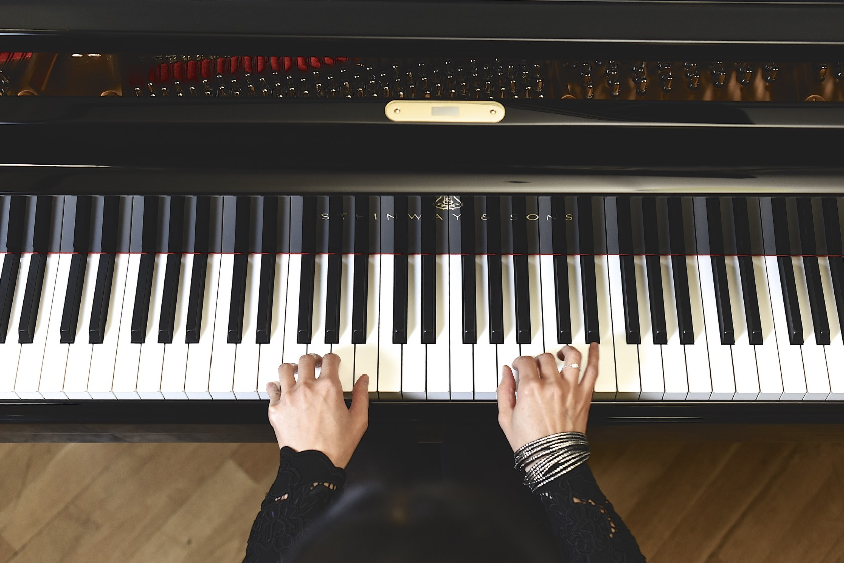 Aisa ljiri playing piano. Photo: Lugermad