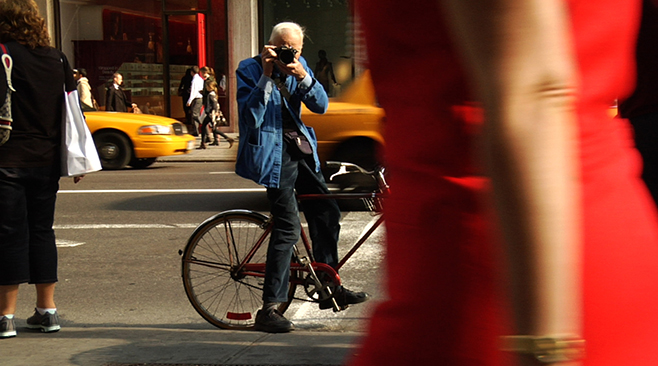 Bill Cunningham shooting his documental on the street in New York