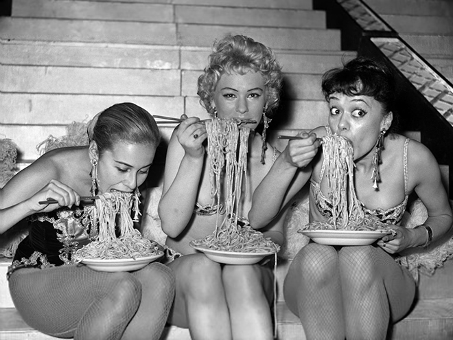 women eating spaghetti at soho fair 1958