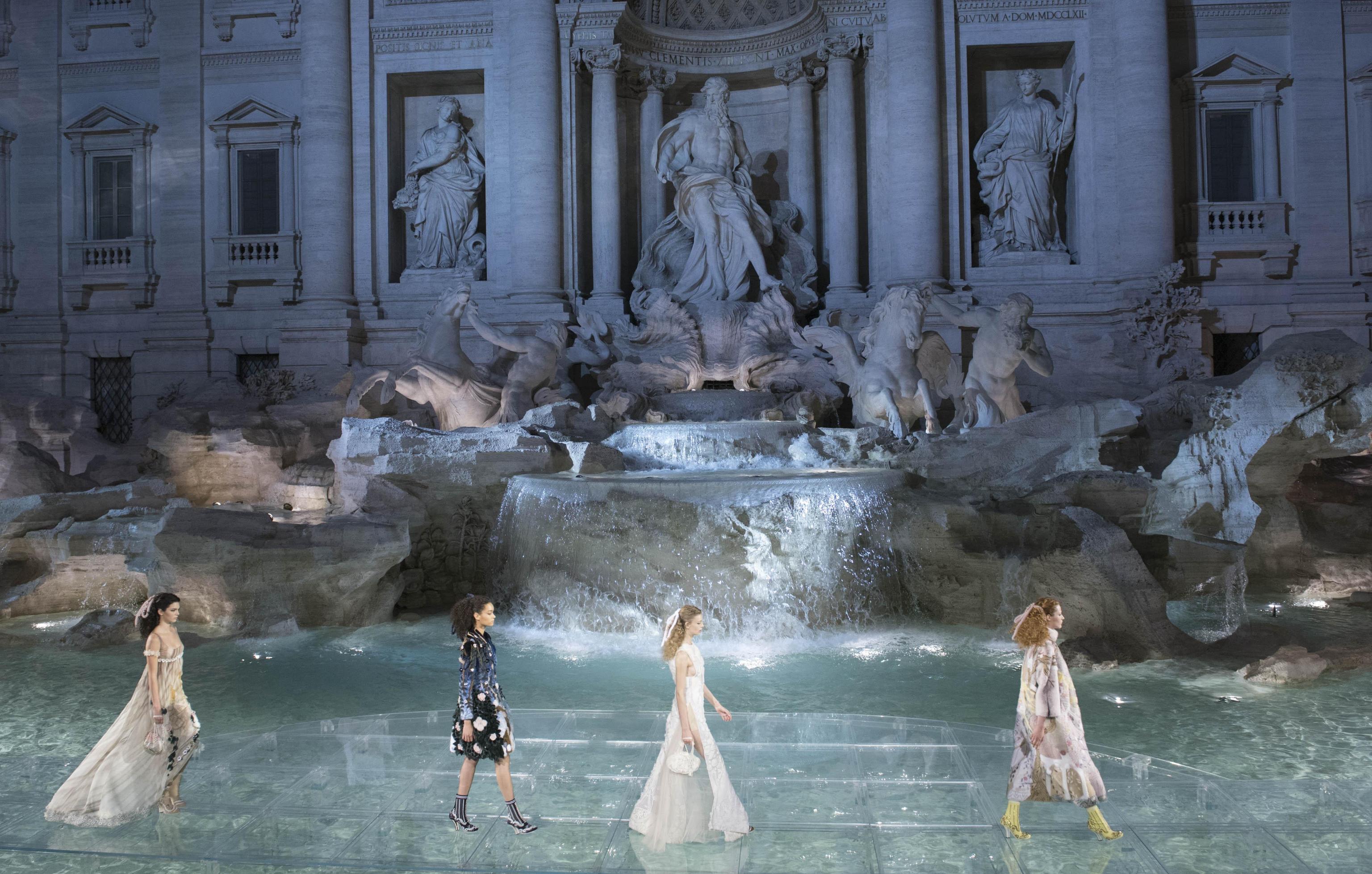Fendi's spectacular runway show in Fontaine de Trevi