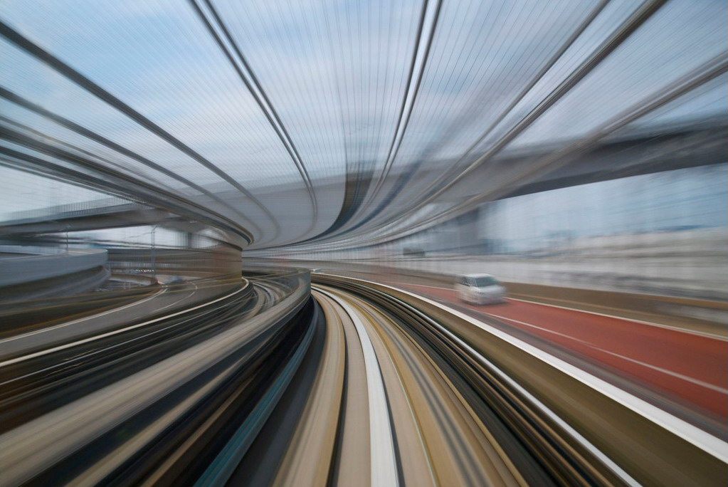 Photos from a moving train in Japan by AppuruPai Photography is all about envisioning the unseen beauty. As everything, it depends on how you look at it, as photographer AppuruPai shows us in these long exposure shots of the New Transit Yurikamome in Japan.