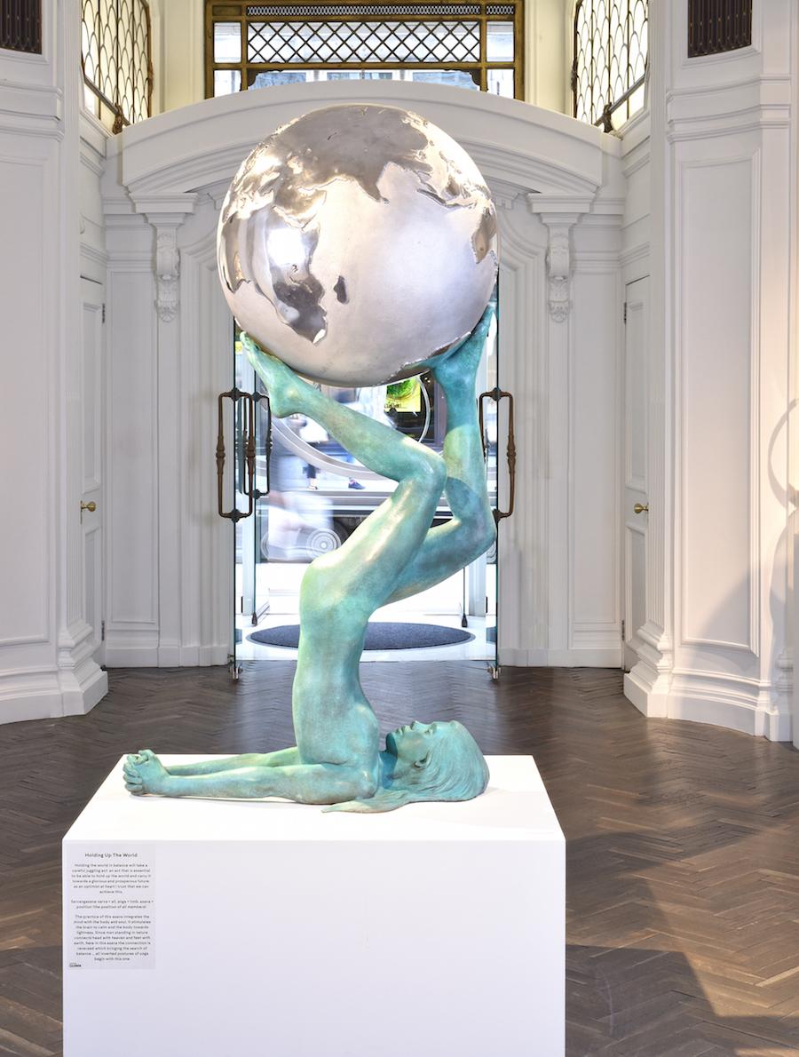 Lorenzo Quinn Holding Up the World 2016