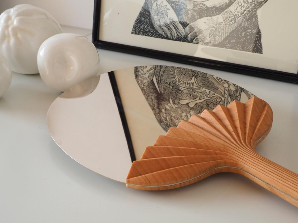 Selfportrait Fan shaped table mirror by Ilaria Innocenti & Giorgio Laboratore